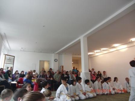 Dojoeinweihung Kinder mit Zuschauern