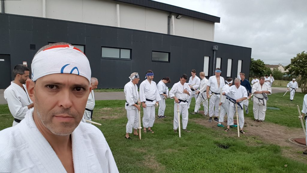 Preparation for Kassen Tachi. Markus with Hachi Maki in front of the other advanced participants.